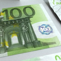 3d 100 euros banknote -