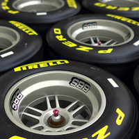 F1 2011 Pirelli Dry Slick Tire and Wheel