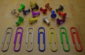 3d thumbtacks paper clips model