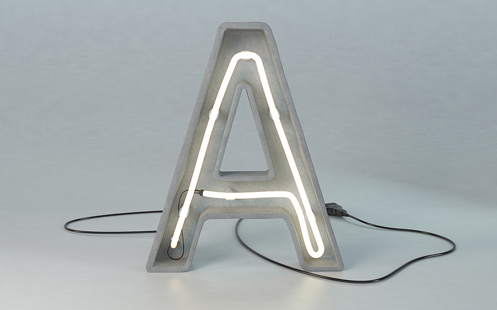 max letter lamp