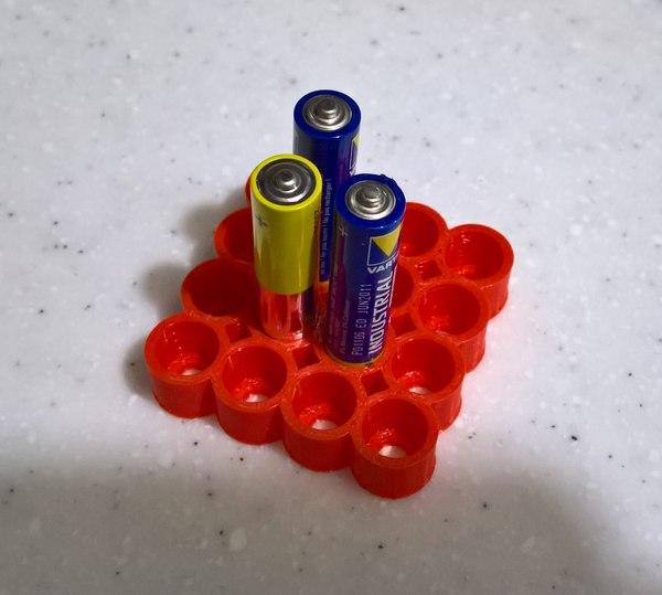 3D organizes aaa batteries