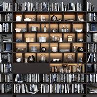 本と装飾が施された本棚