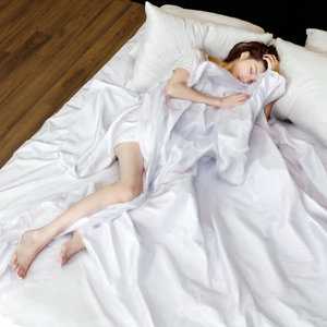 photogrammetry beautiful girl bed 3D